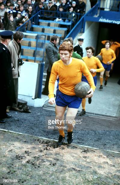 Sport, Football Sheffield Wednesday v Everton, Alan Ball leads the Everton team out of the tunnel at Hillsborough