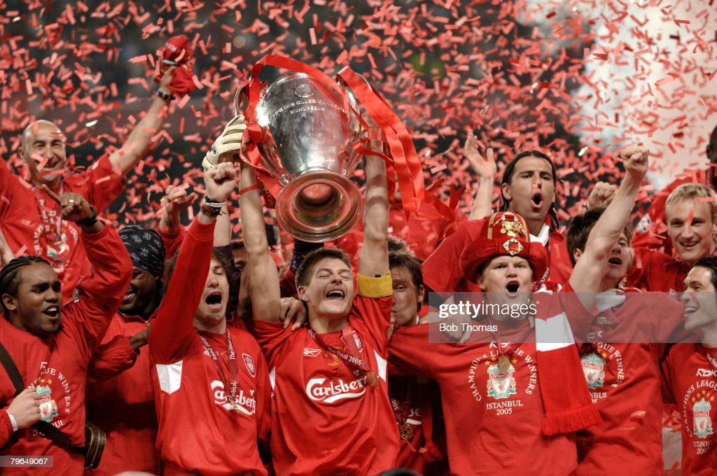 BT Sport, Football, UEFA Champions League Final, 25th May 2005, Ataturk Stadium, Istanbul, AC Milan 3 v Liverpool 3, ( Liverpool won 3-2 on penalties), Liverpool captain Steven Gerrard and the team celebrate with the trophy : News Photo