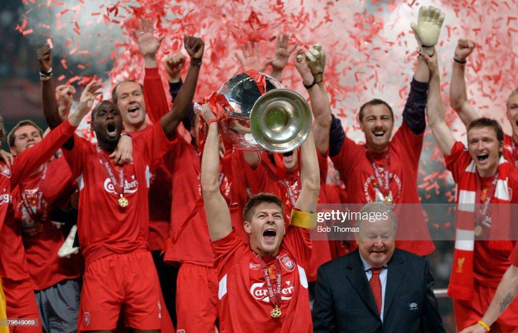 BT Sport, Football, UEFA Champions League Final, 25th May 2005, Ataturk Stadium, Istanbul, AC Milan 3 v Liverpool 3, ( Liverpool won 3-2 on penalties), Liverpool captain Steven Gerrard celebrates with the trophy : News Photo