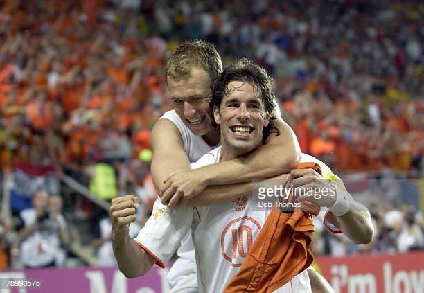 Sport, Football, UEFA European Championships, Euro 2004, Algarve, Faro-Loule, 26th June 2004, Quarter Final, Holland 0 v Sweden 0, after extra time,...