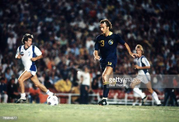 circa 1979 Johan Neeskens of New York Cosmos in action in Los Angeles