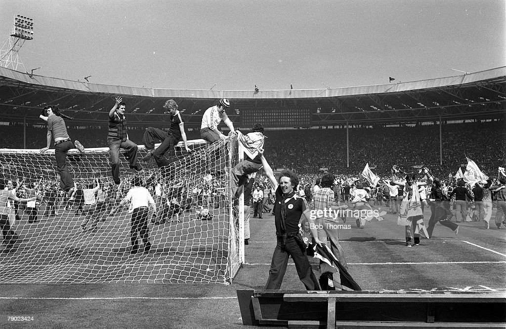 Sport, Football, Wembley, London, England, 4th June 1977, Home Championship, England 1 v Scotland 2, Scottish fans break down the goalposts at Wembley after their victory