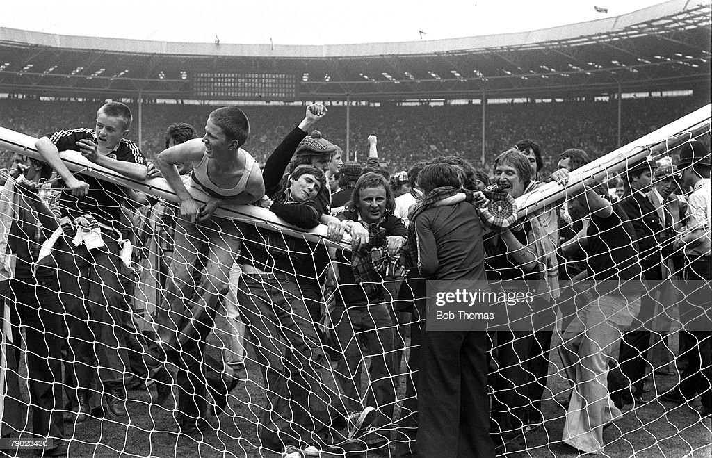 Sport, Football, Wembley, London, England, 4th June 1977, Home Championship, England 1 v Scotland 2, Scottish fans break the cross-bar as they stampede onto the pitch after the match