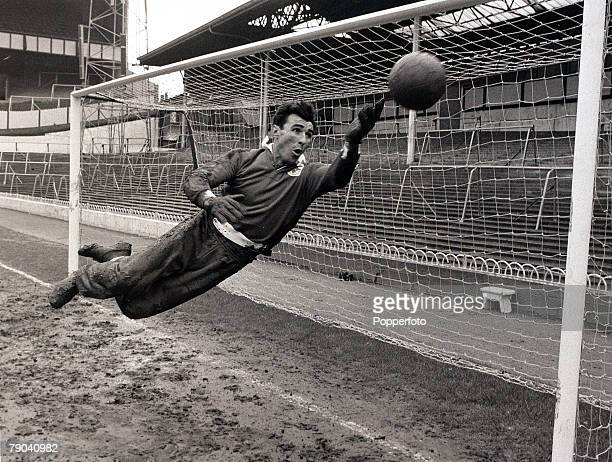 Sport Football White Hart Lane London England 3rd April 1962 Benfica goalkeeper Alberto Da Costa Pereira is pictured making a diving save during...