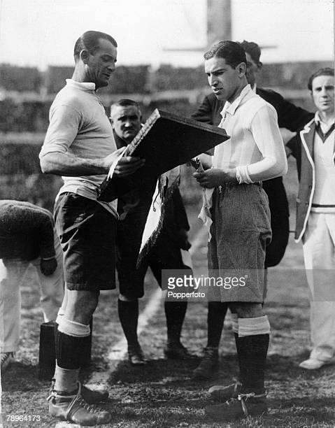Sport Football World Cup Final Uruguay Montevideo Uruguay 4 v Argentina 2 Uruguay captain Jose Nasazzi meets Argentina's Manuel Ferreira before the...