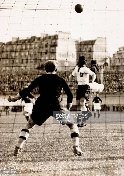 Sport Football World cup Finals 4th June 1938 The Opening match Switzerland 1 v Germany 1 Parc des Princes Paris France The German goalkeeper Raftl...
