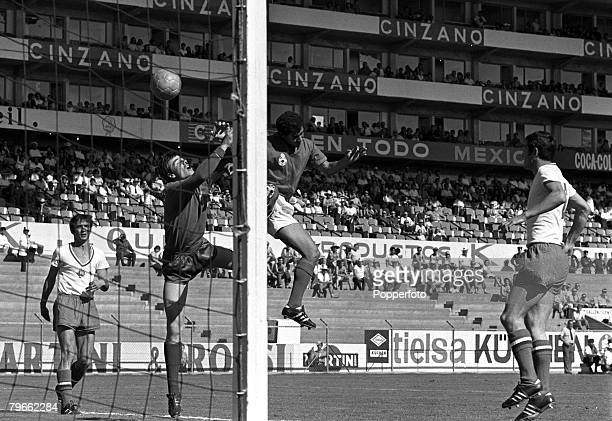 Sport Football World Cup Finals Leon Mexico 11th June 1970 Group Four Bulgaria 1 v Morocco 1 Bulgarian goalkeeper Simeon Simenov punches clear from a...