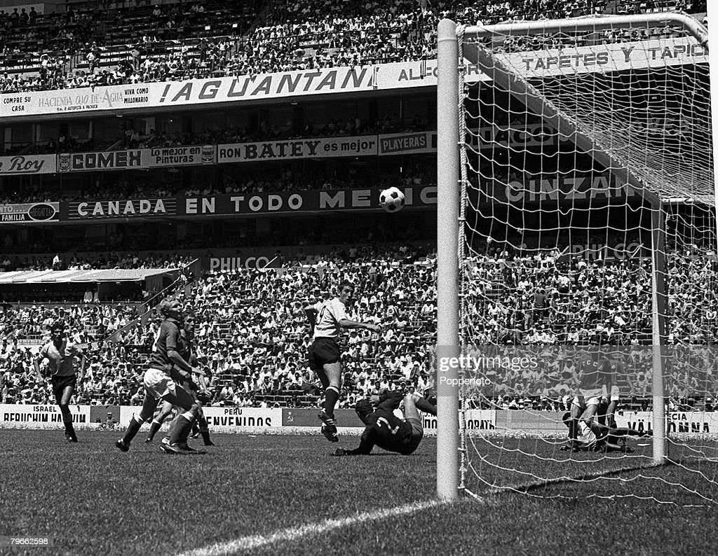 Sport, Football, World Cup Finals, Mexico City, 14th June 1970, Quarter Final, Uruguay 1 v Soviet Union 0 (after extra time), Uruguay's Victor Esparrago heads the only goal of the game : News Photo