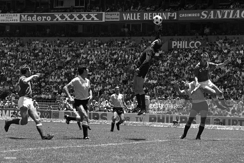 Sport, Football, World Cup Finals, Mexico City, 14th June 1970, Quarter Final, Uruguay 1 v Soviet Union 0 (after extra time), Uruguay goalkeeper Marzurkiewicz attempts to catch the ball under pressure from L-R Puzach (Soviet Union), Ancheta and Cortes (Ur : News Photo