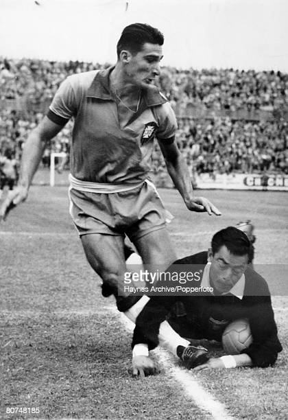 Sport Football World Cup Finals Switzerland 22nd June 1954 Brazil 5 v Mexico 0 The Mexican goalkeeper saves from a Brazilian forward during the match