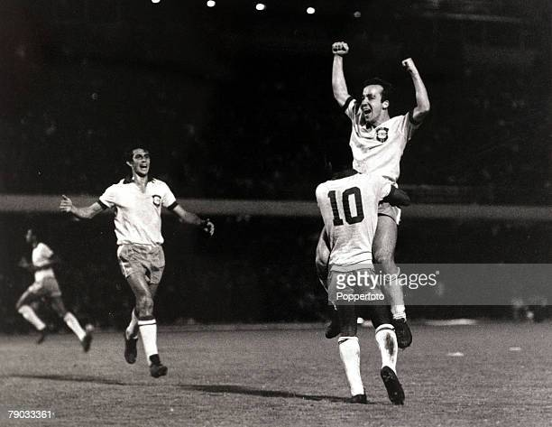 Sport, Football, World Cup Qualifier, Rio de Janeiro, August 21st 1969, Brazil 6 v Colombia 2, Brazil's Tostao is lifted by team-mate Pele after he...