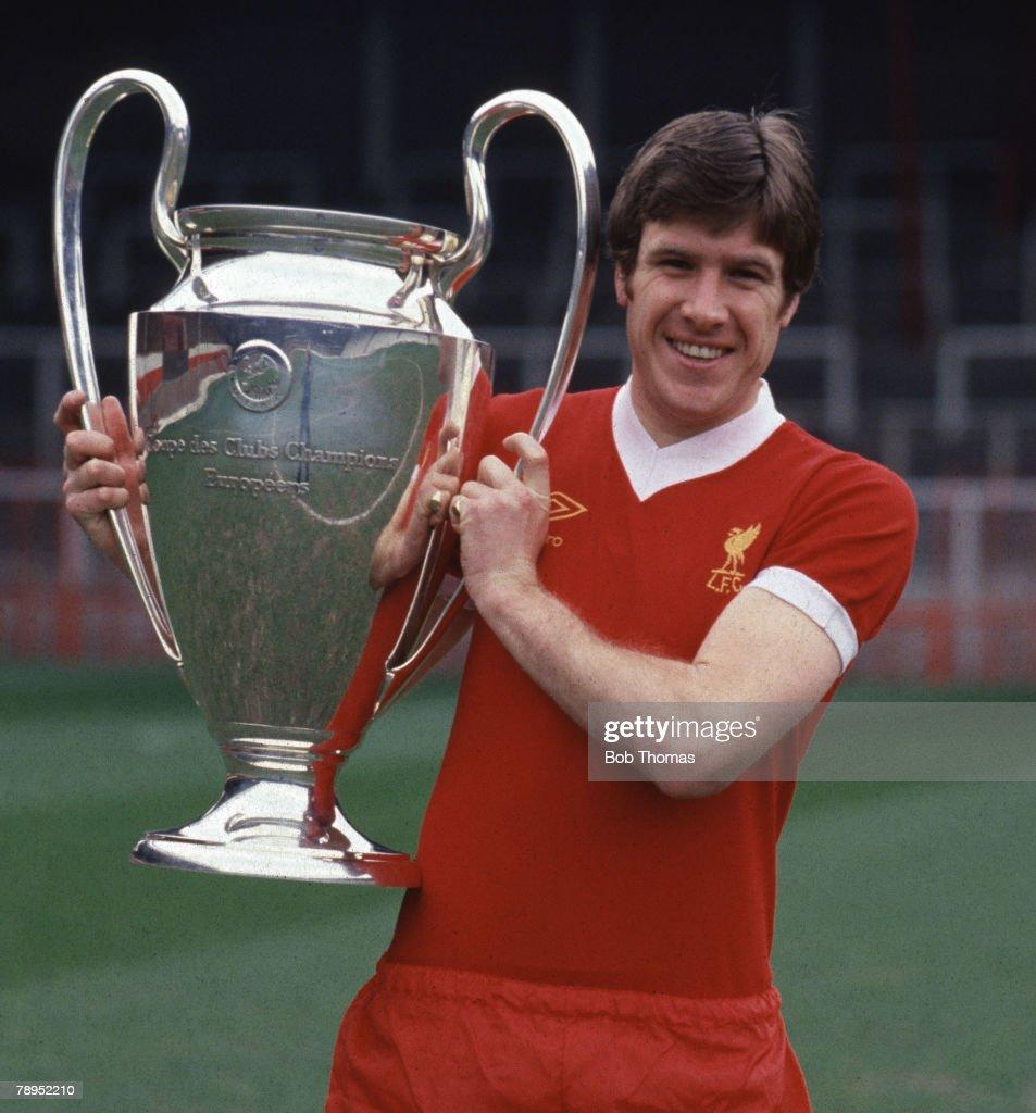 Sport. Football.England. 1977. Liverpool captain Emlyn Hughes holds the European Cup. : News Photo