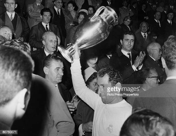 Sport FootballEuropean Cup Final in Brussels Real Madrid 2 v Partizan Belgrade 1 pic 12th May 1966 Real Madrid's Francisco Gento with the European...