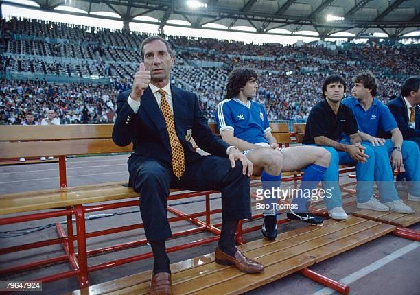 Sport FootballWorld Cup Finals Torin Italy 24th June 1990 Brazil 0 v Argentina 1 Argentina manager Carlos Bilardo gives the thumps up signal