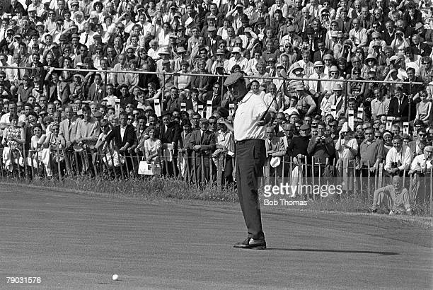Sport Golf British Open Championship Hoylake England Argentina's Roberto de Vicenzo hits the final putt on the 18th green watched by the gallery on...