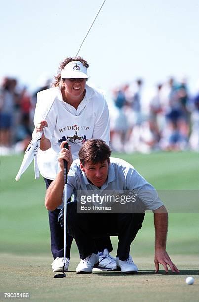 Sport Golf The Ryder Cup Kiawah Island South Carolina September 1991 USA 14 1/2 v Europe 13 1/2 Europe's Nick Faldo is assisted by caddie Fanny...