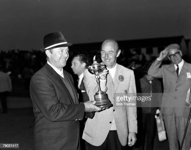 Sport Golf The Ryder Cup Royal Birkdale England Great Britain and Ireland 13 v United States 13 The USA nonplaying captain Sam Snead celebrates with...