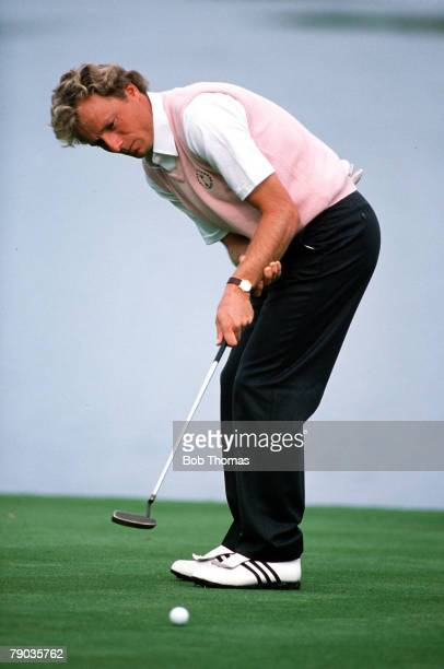 Sport, Golf, The Ryder Cup, The Belfry, England, 22nd-24th September 1989, Great Britain and Europe 14 v USA 14, Europe's Bernhard Langer hits a putt...