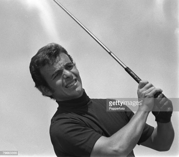 Sport, Golf, United States Open at Chaska, Minnesota, USA, 21st June 1970, British Open Champion Tony Jacklin plays to win the tournament with a...