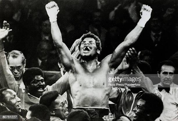 Sport Heavyweight Boxing 15th February 1978 Las Vegas Nevada World Heavyweight Championship The inexperienced Leon Spinks celebrates his surprise 15...