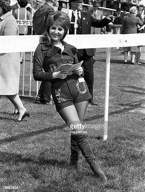 Sport Horse Racing Surrey England 20th April 1971 British pop singer Lulu is pictured at the Epsom races