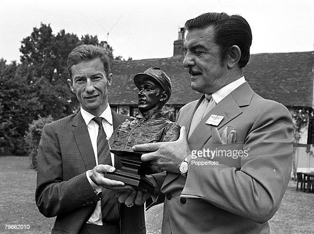 Sport HorseRacing Ascot England 17th June 1970 Raymond Teasy Weasy Bessone the famous hairdresser presents a bust of former horse racing champion...