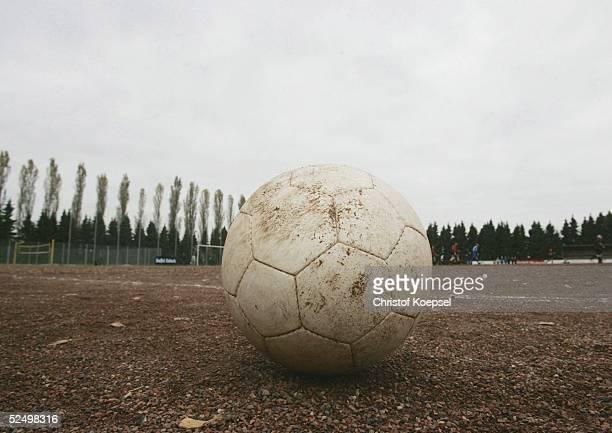 Sport / Medien Aufzeichnung der DSF Sendung ' Kreisklasse die Fussballshow ' in Birk bei Koeln Spezial Fussball auf dem Aschenplatz 311004