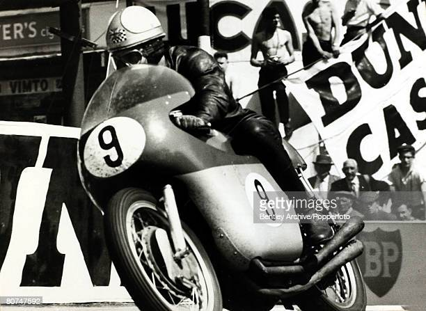 Sport, Motor Cycling, pic: 8th June 1962, Britain's Mike Hailwood during a senior race at the Isle of Man TT
