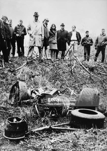 Sport, Motor Racing, April 1968, Hockenheim, Germany, Spectators look at the wreckage of the Lotus Ford Cosworth racing car in which former World...