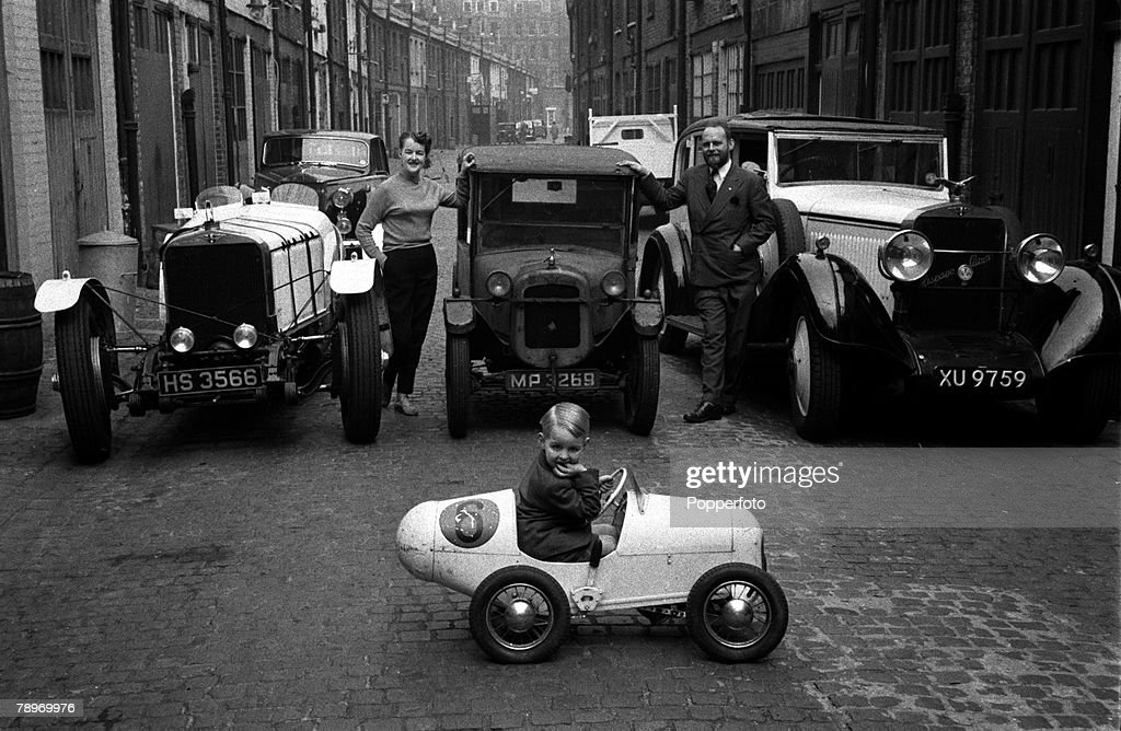 Sport. Motor Racing. 1956. Vintage Cars. Morin Scott, his wife and ...