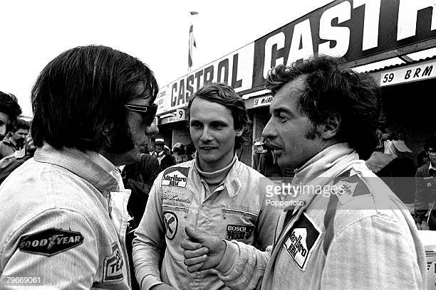 Sport Motorracing 18th March Racing driver's l/r Emerson Fittipaldi Niki Lauda and JeanPierre Beltoise chatting in the pits at Brand's Hatch race...