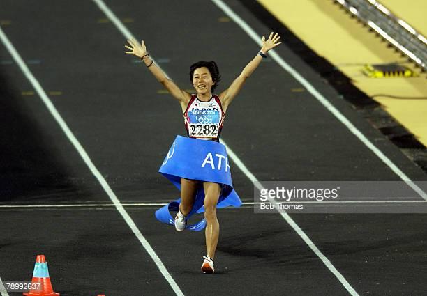 Sport Olympic Games Athens Greece 22nd August 2004 Womens Marathon Panathinaiko Stadium The Gold medal winner Mizuki Noguchi of Japan celebrates...