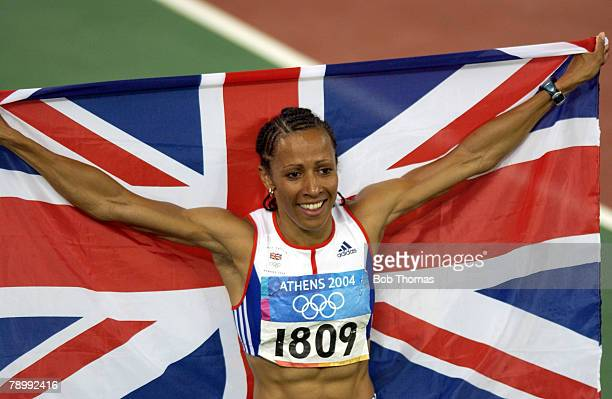 Sport Olympic Games Athens Greece 23rd August 2004 Athletics Womens 800 Metres Final Gold medal winner Kelly Holmes of Great Britain with the flag...