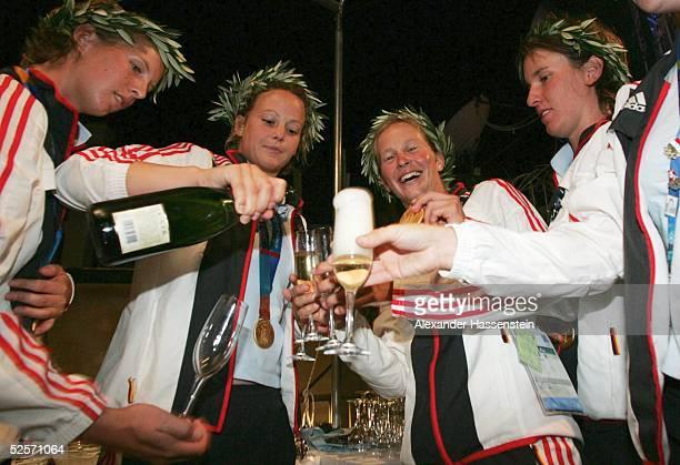 Sport / Party Olympische Spiele Athen 2004 Athen AfterParty im Deutschen Haus Deutsche Hockeydamen nach Gewinn der Goldmedaille 260804