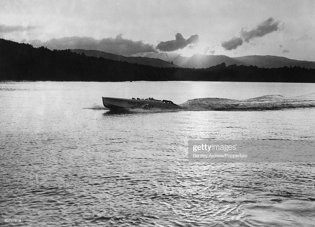 Sport Powerboating. Lake Windermere, England. 1930. Henry O'Neal de hane Segrave in his speed boat Miss England 11. Segrave held many land and water speed records. : Nachrichtenfoto