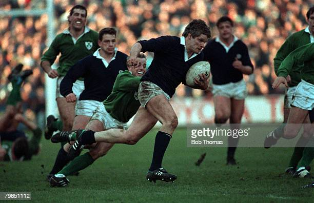 Sport, Rugby Union, Five Nations Championship, Dublin, 3rd February 1990, Ireland 10 v Scotland 13, Scotland flanker Finlay Calder races away with...