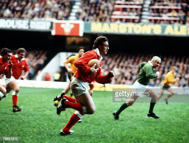 Sport Rugby Union Five Nations Championship pic 24th November 1984 Wales 9 v Australia 28 Wales' scrum half David Bishop on the break