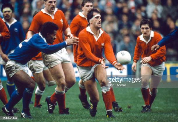 Sport, Rugby Union, pic: 12th November 1988, International Match in Cardiff, Wales 28 v Western Samoa 6, Wales lock forward Robert Norster throws the...