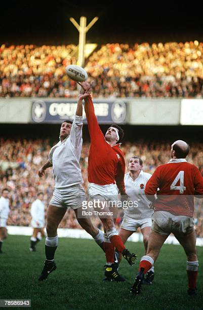 Sport, Rugby Union, pic: 6th February 1988, 5 Nations Championship at Twickenham, England 3, v Wales 11, England's Wade Dooley, left, jumping at the...