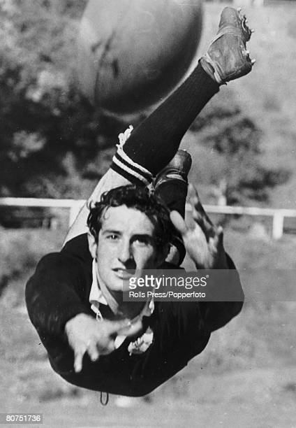 9th July 1969 Sydney Australia Welsh scrum half Gareth Edwards at full stretch with a dive pass at training on the Wales tour of Australia Gareth...