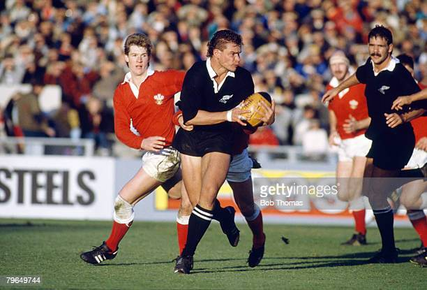 Sport, Rugby Union, pic: May 1988, Wales Rugby Union Tour of New Zealand, 1st Test at Christchurch, New Zealand 52 v Wales 3, New Zealand flanker...