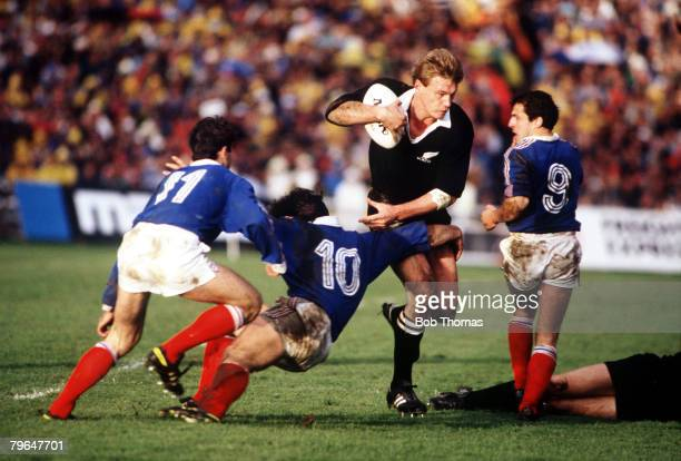 Sport Rugby Union World Cup Final Auckland 20th June 1987 New Zealand 29 v France 9 All Black wing John Kirwan comes under pressure from France...