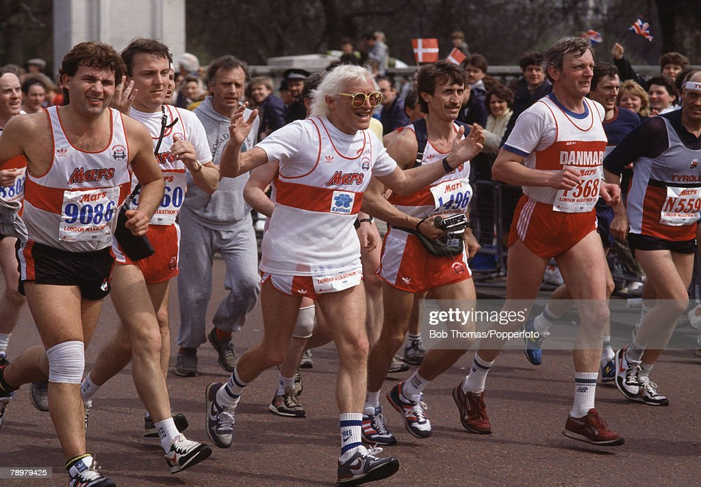 Sport, Running, The 1985 London Marathon, England, Radio Disc Jockey Jimmy Saville ( centre) running in the race