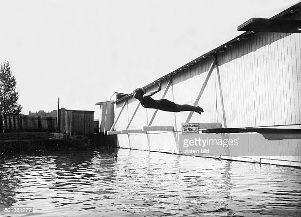 Sport Spare time Woman from Berlin jumping from a diving board into the pool undated probably 1911