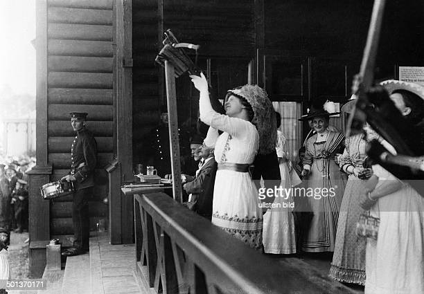 Sport Spare time Woman shooting a crossbow 1910