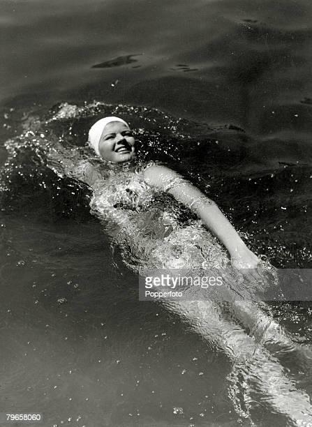 circa 1930 A girl swimmer