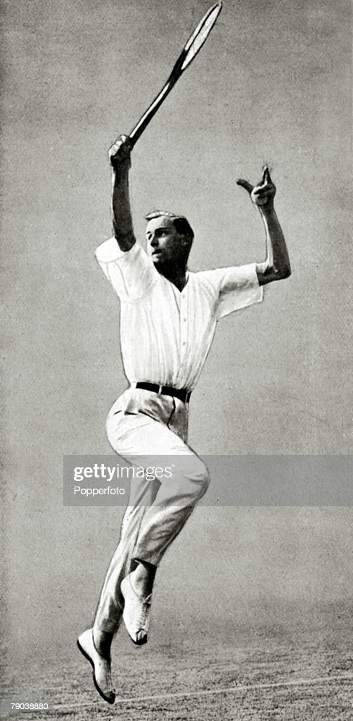 Sport. Tennis. pic:1921. Wimbledon Lawn Tennis Championships. Bill Tilden, U.S.A. the 1920, 1921, and 1930 Wimbledon Mens Singles Champion and U.S. Singles Champion 7 times. Tilden was on the shortlist as one of the greatest players of all time. : Foto di attualità