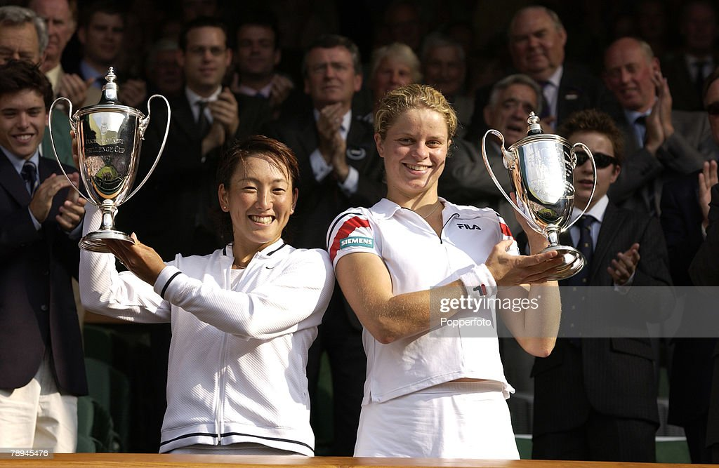 Sport. Wimbledon Lawn Tennis Championships. London, England. 6th July 2003. Ladies Doubles Final. Kim Clijsters of Belgium and Sugiyama of Japan hold aloft the trophies after their victory. : ニュース写真