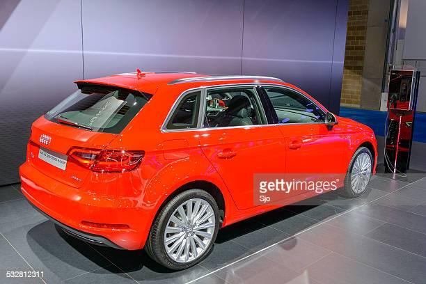 a3 sportback e-tron plug-in hybrid car - paal stockfoto's en -beelden