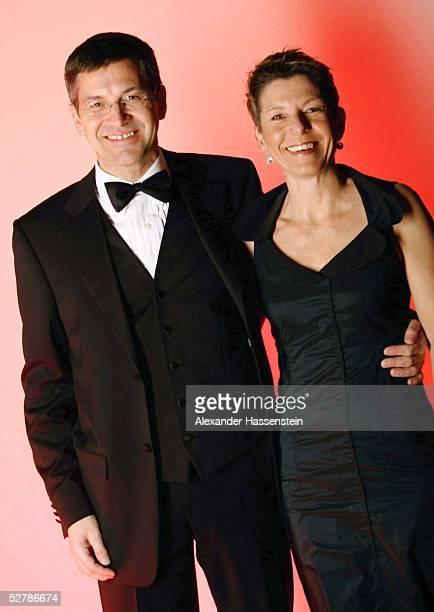 Sport/Diverse : Ball des Sports 2005, Frankfurt, 05.02.05;Herbert HAINER/Vorstandsvorsitzender Adidas-Salomon AG, mit Frau Angelika HAINER